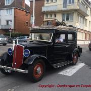 Ambiance exode pour cette Renault Monaquatre et cette Peugeot 202