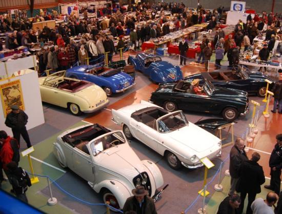 Vue générale sur l'expo des cabriolets français