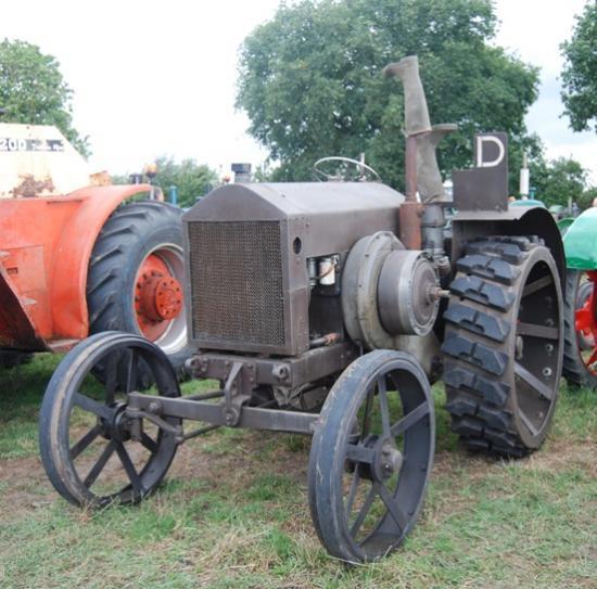 Ici, les tracteurs non restaurés sont légions et bienvenus