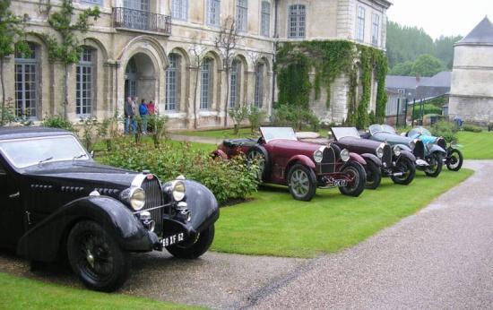 Le coin des Bugatti dans le parc de Valloires