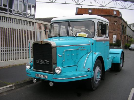 Tracteur Bernard à moteur Mack