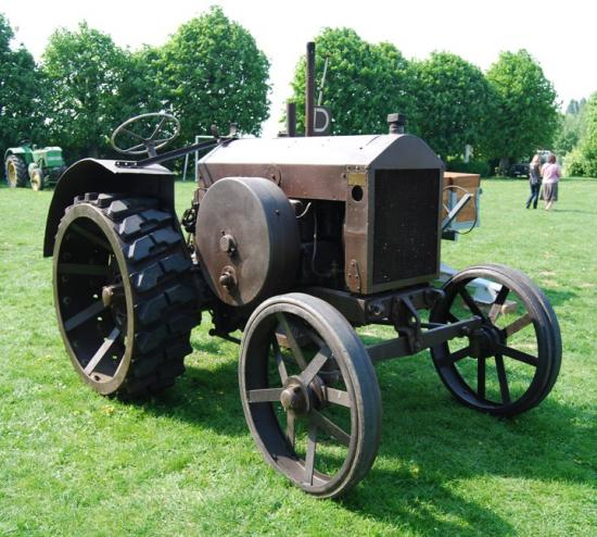 Les très anciens tracteurs ont aussi leur place