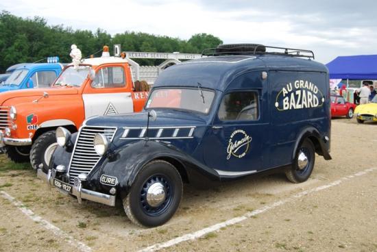 Renault avant guerre en camionnette tolée