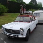 Route des vacances -  Bel equipage Peugeot 404 & sa caravane