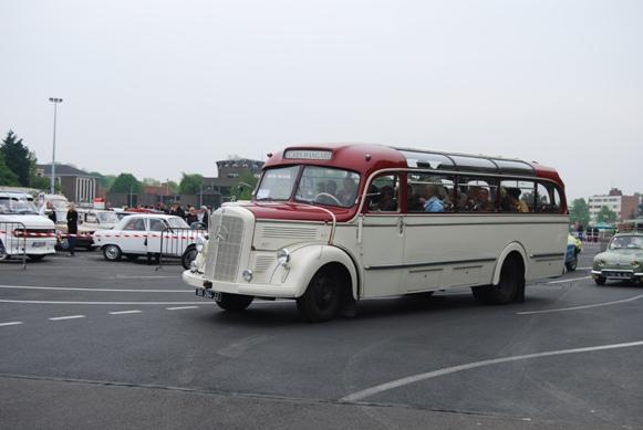 Route des vacances -  car Mercedes