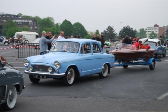 Route des vacances -  Simca Aronde et son canot à moteur